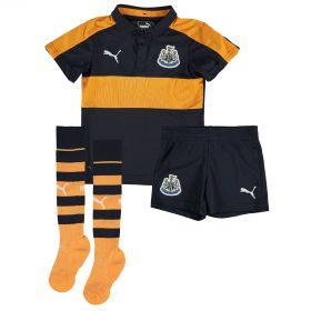 Newcastle United Away Mini Kit 2016-17