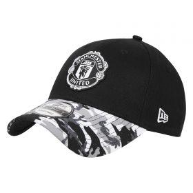 Manchester United New Era 9FORTY Camo Visor Adjustable Back Cap - Black - Adult