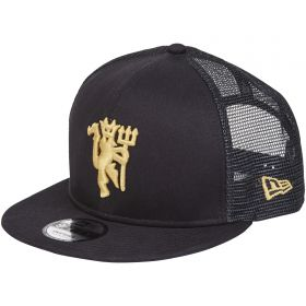 Manchester United New Era 9FIFTY Trucker Cap Snapback Cap - Navy/Gold- Adult